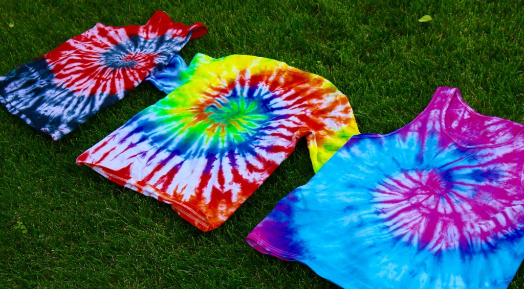 t-shirts dyed with spiral pattern
