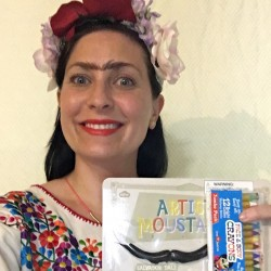 Lee as Frida